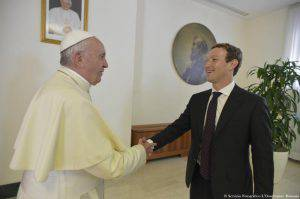 The handout picture released by the Vatican newspaper L'Osservatore Romano shows Pope Francis meeting with founder and CEO of Facebook, Mark Zuckerberg, and his wife, Priscilla Chan (unseen), during a private audience at the Vatican, 29 August 2016. ANSA/ L'OSSERVATORE ROMANO +++ HO - NO SALES - EDITORIAL USE ONLY +++